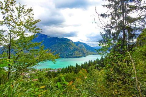 Blick auf den Wolfgangsee mit Bergpanorama