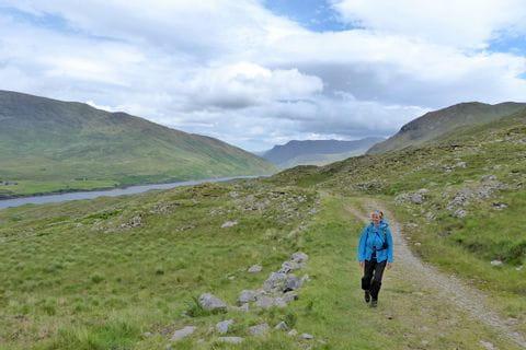 Wandern ohne Gepäck am Killary Habour