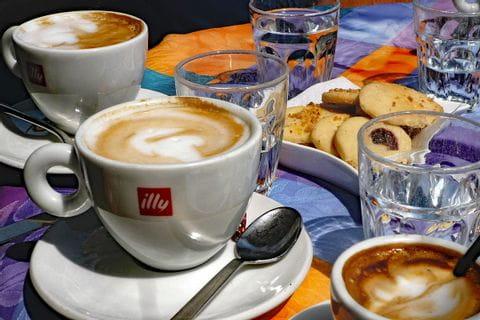 Kaffee und Gebäck