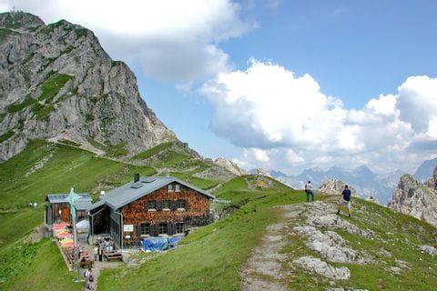 Wandern am Tirolerweg und Übernachtung auf Hütten