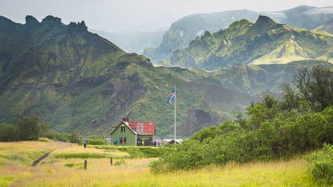 Island Haus mit Bergen