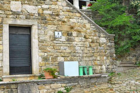 Wanderwegschild in Istrien
