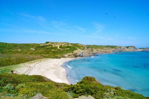 Wandern mit atemberaubenden Küstenblick auf Menorca