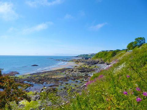 Küstenblick am Wanderweg in Schottland