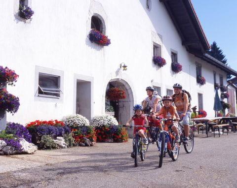 Radler auf dem Mont Soleil im Berner Jura