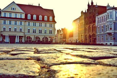 Marktplatz in Stralsund bei Sonnenaufgang