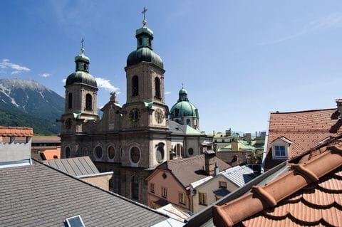 Blick auf die Jesuitenkirche in Innsbruck