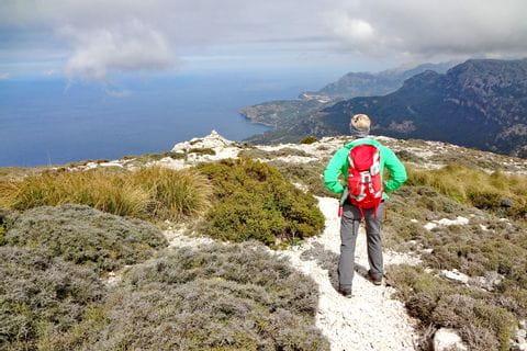 Bergwandern entlang einsamer Küstenpfade bei Valldemossa