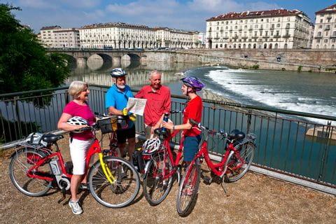 Radler auf der Brücke Ponte Vittorio Emanuele XVI