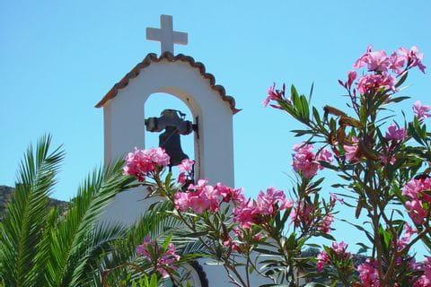 Glockenturm einer Kirche auf Kreta