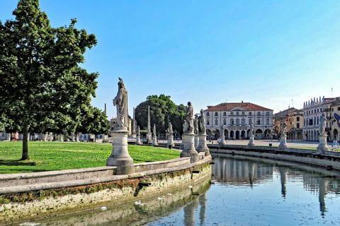 Statuen auf dem Prato della Valle in Padua