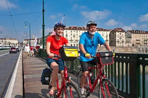 Radfahrer auf der Ponte Vittorio Emanuele
