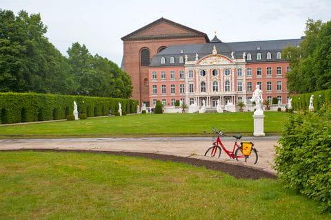 Fahrrad vor dem Kurfürstlichen Palais