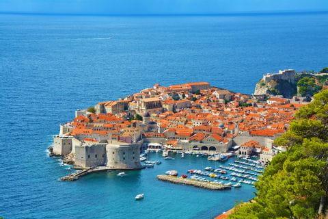 Kleine Stadt an der kroatischen Küste