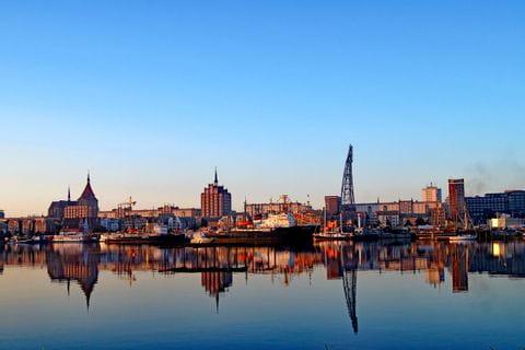 Hafen in Rostock bei Sonnenuntergang