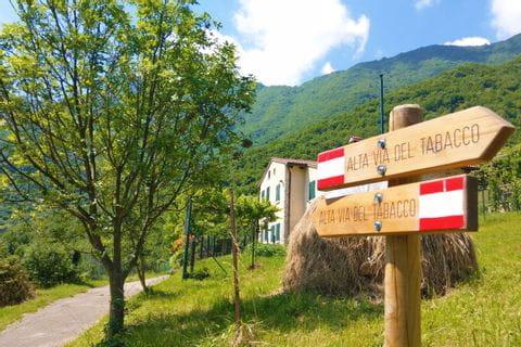 Wanderwegweiser Alta Via Tabacco