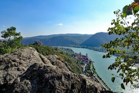 Blick auf Ruine Dürnstein am Welterbesteig Wachau