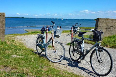 Fahrräder an der Küste