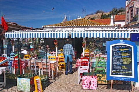 Bunt dekoriertes, gemütliches Fischrestaurant in Alvor