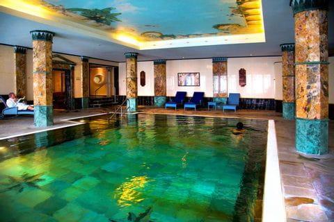 Pool im Häckers Grand Hotel