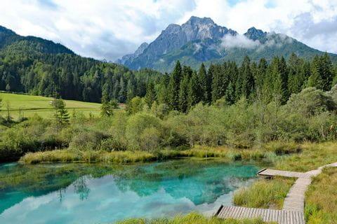 Wanderrast am kleine See Zelenci