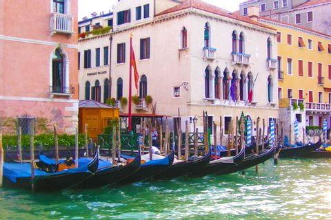 Gondeln und Wandern in Venedig