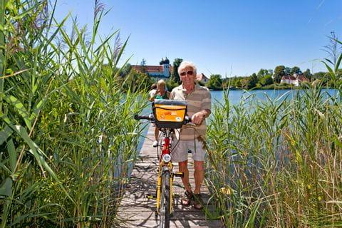 Eurobike Radfahrer im Schilf am Chiemsee