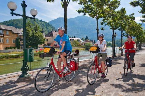Radfahrer auf Radweg in Bad Ischl
