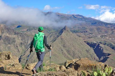 Wanderer mit Bergpanorama auf Teneriffa