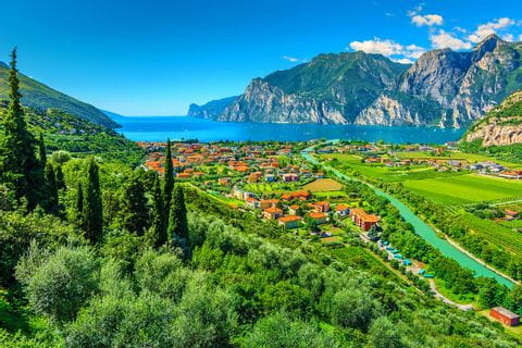 Fascinating hiking view with the lake garda