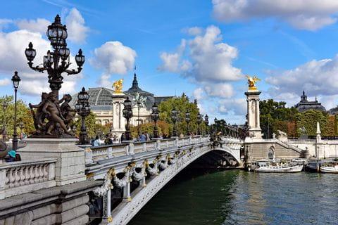 Brücke Pont Alexandre in Paris