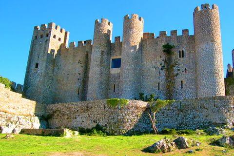 Eine imposante Burg in dem Ort Obidos