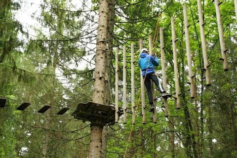 Kletterspaß im Waldseilgarten in Bayern