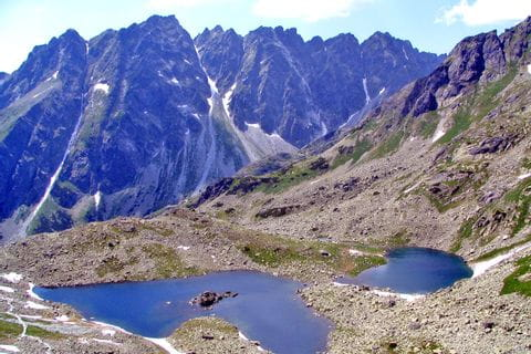 Wandern vorbei an glasklaren Bergseen