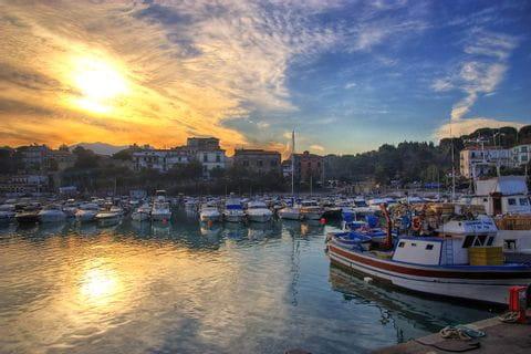 Abendliche Ruhe im San-Marco-Hafen im Cilento