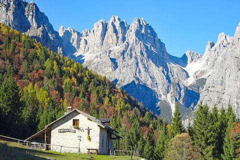 Bergpanorama bei der Malga Andalo Hütte in den Breta Dolomiten