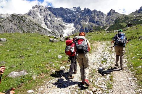 Wanderer auf dem Weg zur Erichhütte