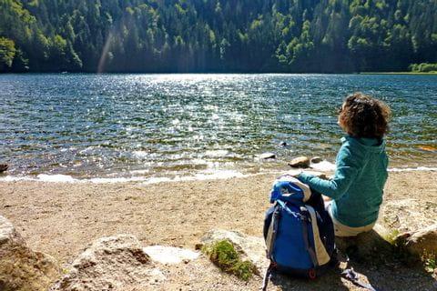 Wanderpause am schönen Feldsee