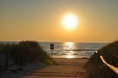 Sonnenuntergang am Strand an der Ostsee
