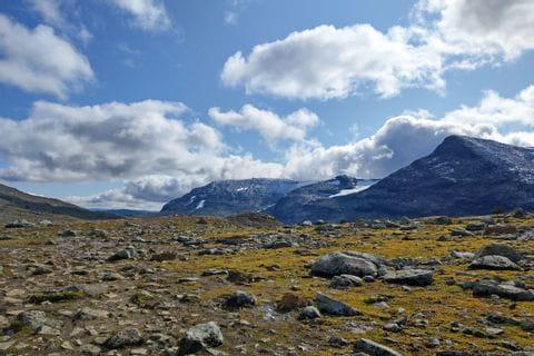 Wunderschöne Wege durch die unberührte und menschenarme Berglandschaft