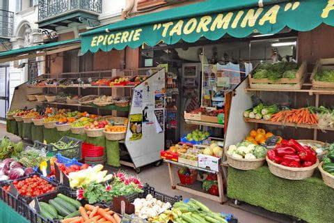 Wanderstärkung am Marktstand in Frankreich