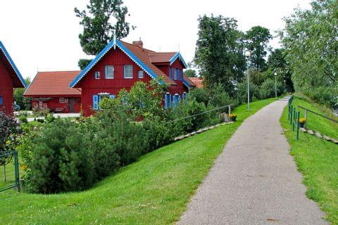 Bunte Häuser am Radweg auf der Kurischen Nehrung
