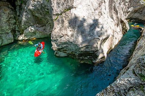 Kajakfahrt durch die Schlucht in Slowenien