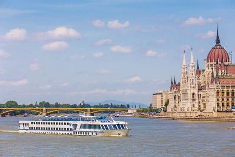 M/S SE-Manon på väg i Ungern