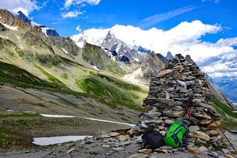 Wanderpause in den Schweizer Alpen