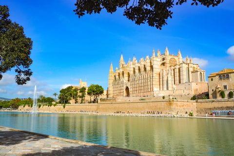 Das Wahrzeichen von Palma: die Kathedrale der Heiligen Maria