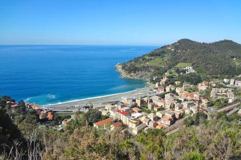 Wandern mit Blick auf Liguriens Küste