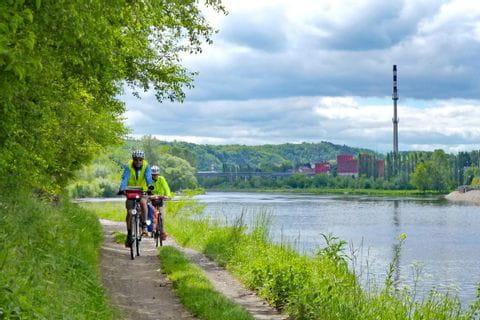 Radweg entlang der Elbe in Melnik