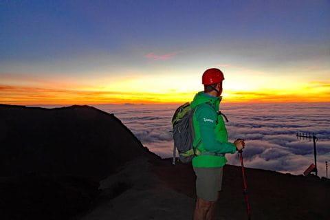 Wanderhighlight Stromboli - einzigartiger Blick auf das Meer vom Gipfel des Vulkans