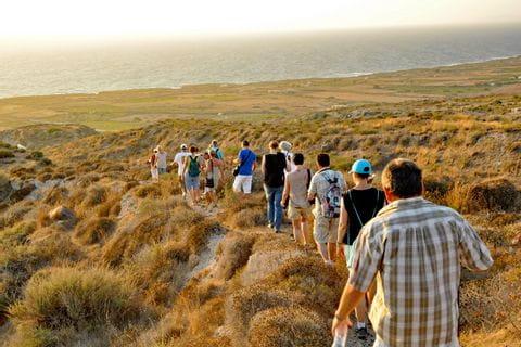 Romantische Wanderwege in Santorin